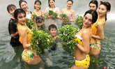 บ่อน้ำพุร้อนเมืองจีนแห่งัดไม้เด็ด ใส่ตั้งแต่ผลไม้ยันเครื่องแกง