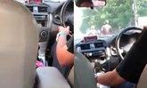แท็กซี่หื่น! พูดแทะโลมผู้โดยสารสาวประเภทสอง-ชวนเข้าโรงแรม