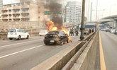 รถชนสนั่นบนทางด่วน พังยับ 5 คัน ไฟลุก-สาวท้องเจ็บ