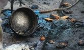 พ่อแม่ลูกแวะซื้อปาท่องโก๋ ทำแกลอนน้ำมันร่วง จุดไฟลุกท่วม