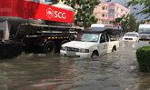 ล่าสุด น้ำท่วมขังในซอยลาซาล ยังคงระบายไม่หมด