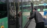 หนุ่มจีนจบปริญญา ม.ระดับชาติ เริ่มต้นกลายเป็นคนเช็ดรถเมล์