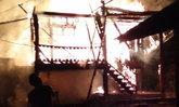 สลด 3 ศพ เพลิงไหม้บ้านวอดทั้งหลัง คาดหนุ่มฆ่าลูกเมียก่อนจุดไฟเผา