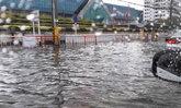 ฝนเทกระหน่ำ หลักสี่-ดอนเมือง น้ำท่วมขังหน้าศูนย์ราชการ