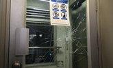 หนุ่มพิการชกประตูลิฟต์บีทีเอสอโศก ประท้วงไม่เปิดให้ใช้งาน
