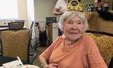"""อ่านไม่ผิด! คุณทวดมะกัน 105 ปี เผยเคล็ดลับอายุยืน """"ดื่ม-สูบ-นอนเช้า"""""""