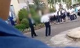 ป้าร้อง! หลานปวช.ปี 1 ถูกเพื่อนร่วมห้องลวงทำร้าย แต่กลับถูกตีหน้าเสาธง