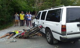 2 นักเตะเยาวชน อบจ.ลีกคัพ ซิ่งจักรยานยนต์เสยรถแวนดับ 1 เจ็บ 1