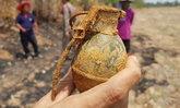 ชาวบ้านแตกฮือ! พบระเบิดลูกเกลี้ยงคาหนองน้ำ-ชุดอีโอดีเผยสลักหลุดบึ้มแน่