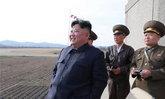 """เย้ยสหรัฐฯ """"คิม จองอึน"""" คุมการทดสอบอาวุธนำวิถีชนิดใหม่ด้วยตัวเอง"""