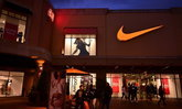 """170 บริษัทรองเท้ากีฬาวอน """"ทรัมป์"""" ยุติสงครามการค้าจีน หวั่นภาษีทำหายนะ"""