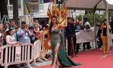 """รู้จัก """"ยุ้ย กันธิชา"""" สาวไทยใส่ชุดเจ้าแม่นาคีเดินพรมแดงคานส์ ประวัติไม่ธรรมดา"""