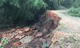 วิกฤตภัยแล้ง! ดินสไลด์ถล่มตัดขาด2หมู่บ้านริมถนนแม่น้ำชีเมืองชัยภูมิ
