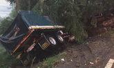 รถบรรทุกพ่วง 18 ล้อถูกกระบะยูเทิร์นตัดหน้า เบรกไม่ทันเสียหลักพุ่งชนกันอย่างจัง