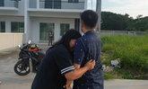 หนุ่มก่อสร้างผูกคอดับในหมู่บ้านชื่อดัง น้อยใจเมียยึดมือถือ-ทิ้งลูกแฝดวัย 2 ขวบไร้พ่อ
