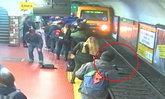 ระทึกกลางสถานีรถไฟ ชายเป็นลมวูบล้มชนหญิงร่วงตกชานชาลา