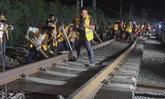 คนงานจีนนับพันชีวิต รวมพลังเชื่อมทางรถไฟ-สถานี ในเวลา 4 ชั่วโมง