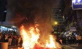 """""""ลุงเห็นต่าง"""" อาการยังวิกฤต หลังถูกม็อบฮ่องกงทุบตี-จุดไฟเผาทั้งเป็น"""