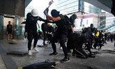 """ตำรวจฮ่องกงชี้กรณีคนงานชราเหยื่อ """"ก้อนอิฐ"""" จากผู้ก่อจลาจลเป็นคดี """"ฆาตกรรม"""""""