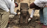 """อียิปต์พบรูปปั้นหินสีชมพู เชื่อสถิตวิญญาณ """"ฟาโรห์รามเสสที่ 2"""""""