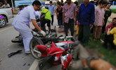 ลุง-ป้าขี่จักรยานยนต์กลับบ้าน 2 หนุ่มเมียนมาขี่สวนข้ามเลน ประสานงาเจ็บ 4 ราย (คลิป)