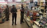 """โจรบุกเดี่ยวปล้นร้านสะดวกซื้อฉก """"แพมเพิร์สเด็ก"""" และเงินสดหนีหายคืนฝนพรำ"""