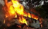 รถตู้ชนต้นไม้ไฟลุกไหม้ทั้งคัน คลอกแรงงานเมียนมาดับสยอง 7 ศพ