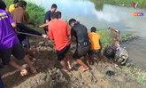 เฒ่าใจบุญช่วยเพื่อนบ้านสูบน้ำเข้านา ดินทรุด รถไถลื่นลงห้วย ทับร่าง-จมน้ำตาย