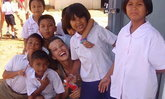 """อดีตนักเรียนเคยร่วมเฟรม """"เพทรา เนมโควา"""" รอดสึนามิ ลุ้นให้เจอ 3 คนไทยที่ตามหา"""