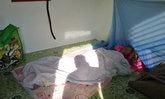 นอนข้างศพพ่อ-ลูกชายสะดุ้งแต่เช้าจับตัวพ่อร่างเย็นแข็งทื่อ คาดไหลตาย
