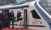 รถไฟกึ่งความเร็วสูงของอินเดีย ขัดข้องตั้งแต่ใช้งานครั้งแรก หลังพิธีเปิดวันเดียว