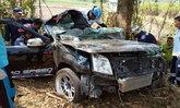 สลด-หนุ่มเมืองเลยควบกระบะพุ่งชนต้นมะขามร่างถูกอัดก๊อปปี้คาคอนโซลดับ 2 ศพ