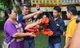 ไอ้ไข่ 3 นักร้องลูกทุ่งดังให้โชค ชาวบ้านเฮถูกหวยจัดชุดใหญ่แก้บน ได้เลขลุ้นต่อ
