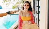 """""""นาตาลี"""" ใส่บิกินี่สีเหลืองสดใส แฟนคลับแห่เดาเพศลูก ออร่าคุณแม่ชัดมาก"""