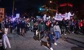 ฟิลาเดลเฟียประท้วงเดือด อีกรอบ! เหตุชายผิวดำถูกตำรวจยิงเสียชีวิต