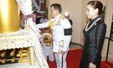 ในหลวง-ราชินี เสด็จฯ พระราชทานเพลิงศพ พ.อ.ประพัฒน์ จันทร์โอชา บิดา พล.อ.ประยุทธ์