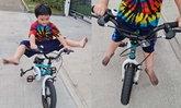 """""""พายุ"""" สายแว้น ปั่นจักรยาน 4 ล้อโชว์สุดพลิ้ว แต่ถูกโฟกัสที่เท้า เห็นแล้วแทบตกใจ"""