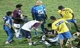 คลิปแข้งบราซิลซวยโดนหมาตำรวจกัดกลางสนาม