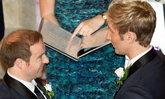 นิวซีแลนด์ จัดแต่งงานชาวสีม่วงครั้งแรก