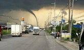 ฮือฮา! ภาพพายุงวงช้างที่ชลบุรี คล้ายกับทอร์นาโด