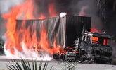 ไฟไหม้รถบรรทุกตู้คอนเทนเนอร์ จ.สุราษฎร์ธานี-คนขับเจ็บสาหัส