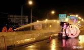รถบรรทุกแก๊ส 6,000 ลิตร เสียหลักพลิกคว่ำกลางถนนราชพฤกษ์