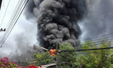 ไฟไหม้ไหม้โรงงานค้าของเก่าสมุทรสาครไร้เจ็บ