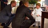 เจ้าชายจอร์จสวมชุดนอนทักทายบารัก โอบามา