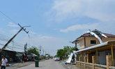 พายุหมุนใส่เพิงขายของเบ็ดเตล็ดในชลบุรี
