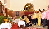 นายกฯนำคณะรัฐมนตรีลงนามถวายพระพรในหลวง