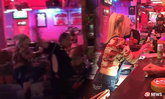 สาวบาร์โหดไล่ทำร้ายลูกค้าฝรั่ง ฉุนโดนต่อว่าค่าเครื่องดื่มแพง
