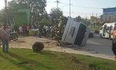 รถตู้นำเที่ยวคว่ำศรีราชาเจ็บ9-5วันสงกรานต์ตาย283