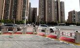 จีนผุดไอเดียติดตั้งประตูข้ามทางม้าลายอัตโนมัติกลางสี่แยก