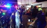 รถตู้โดยสารพุ่งอัดก๊อปปี้รถบรรทุก 6 ล้อจอดเสีย ปากซอยรามคำแหง เสียชีวิตคาที่ 1 ราย